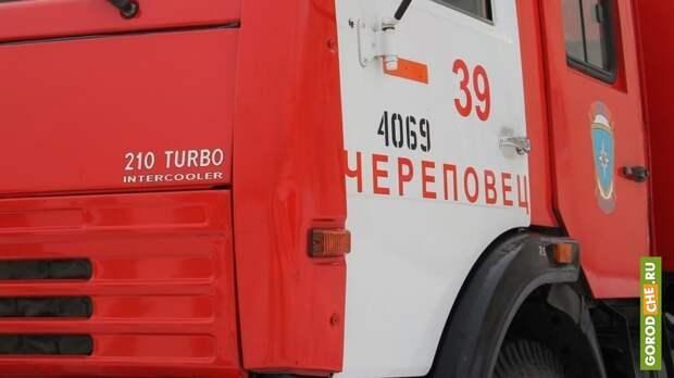 Под Череповцом жильцов пришлось спасать из-за возгорания мусора в подъезде