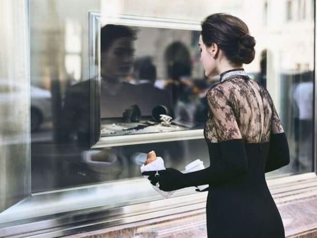 Коллекцию платьев Рим Акра выпустила к 20-летию своей творческой карьеры.