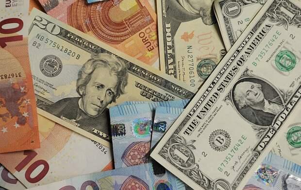 Экономист перечислил валюты, находящиеся под угрозой обвала
