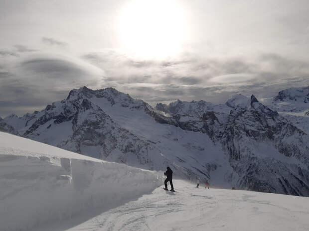Домбай или Архыз? Непростой выбор горнолыжника, фотолюбителя, путешественника.