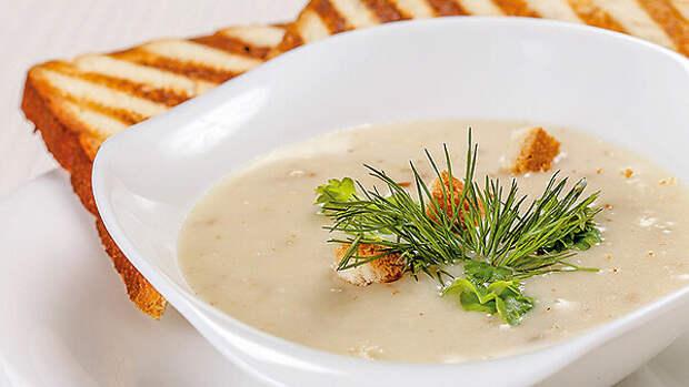 Сливочный суп с гренками