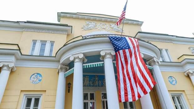 Неизвестный на машине прорвался на территорию резиденции посла США в Москве