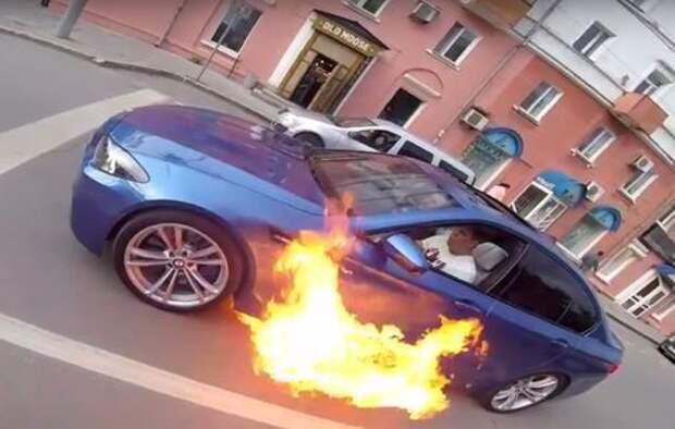 Пермский Ghost Rider: суперседан BMW M5 загорелся средь бела дня