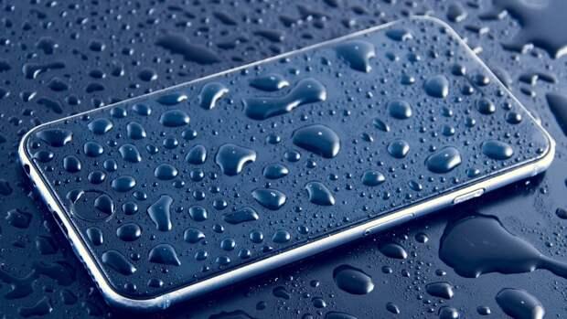 IT-эксперт Кузьменко озвучил план действий при попадании воды в смартфон