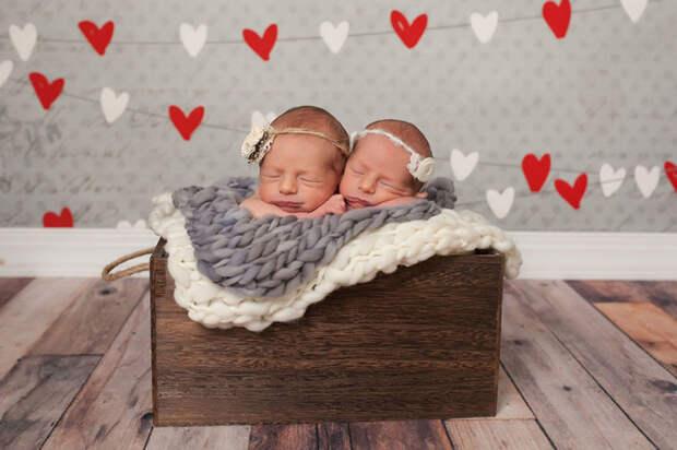 Еще такие маленькие, но уже фотогеничные   близнецы, дети, фотография