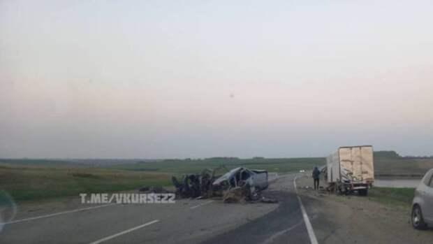 Легковушка превратилась в груду металла в ДТП на трассе Барнаул – Алейск