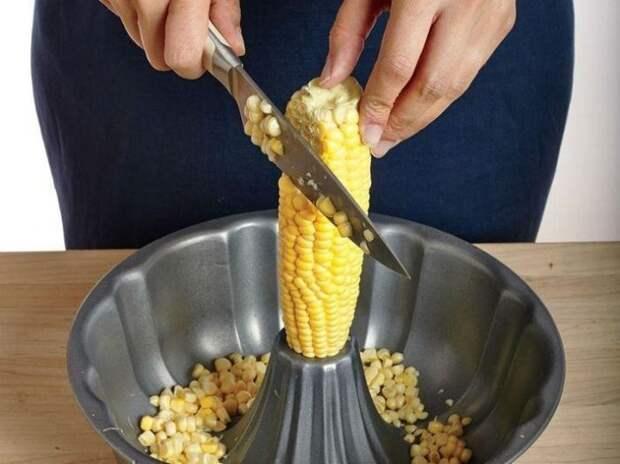 Быстрый способ почистить кукурузу. \ Фото: ulposter.ru.