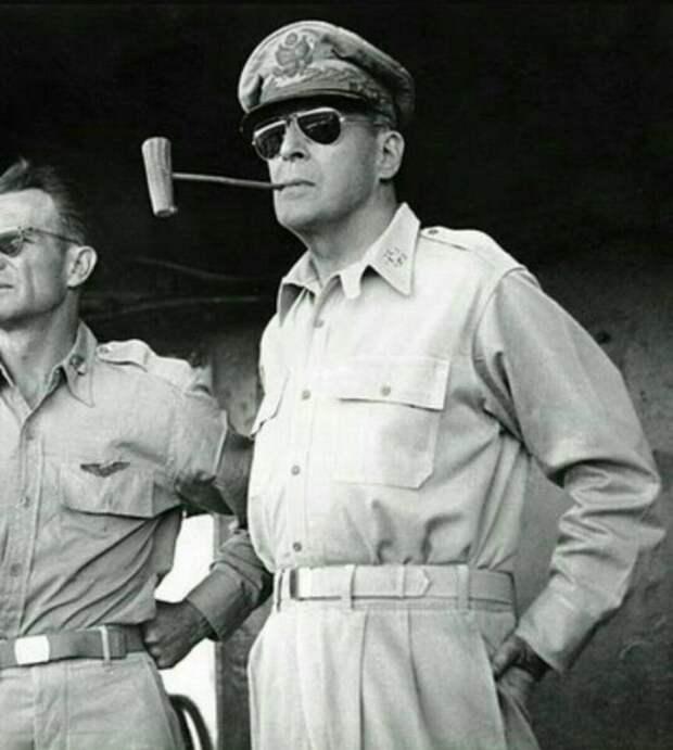 Дуглас Макартур, главнокомандующий оккупационными войсками союзников в Японии