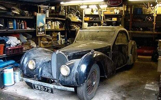 Дверь гаража была запечатана 70 лет: про машину внутри забыли и она стала сокровищем