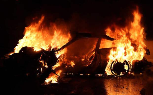 Porsche 911 сгорел дотла посреди дороги