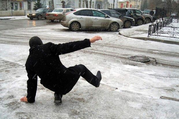 Снегопад в Краснодаре: как не упасть на скользкой дороге?