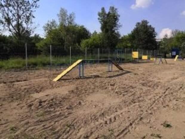В Череповце завершилось строительство площадки для выгула собак