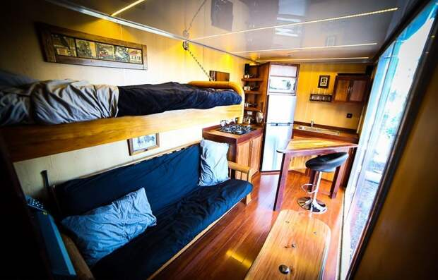 Дачный дом внутри транспортного контейнера: а почему бы и нет?