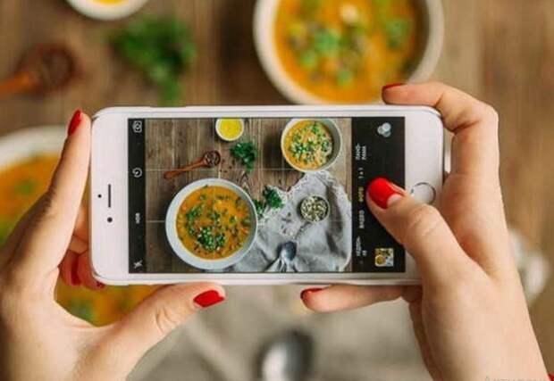 Желание делиться фотографиями своей еды - признак зависимости.