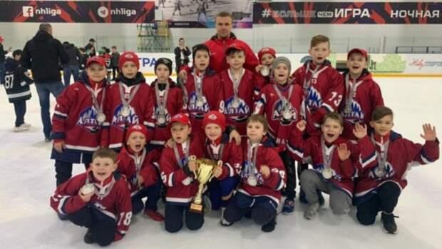"""Юные хоккеисты """"Алтая"""" завоевали """"серебро"""" на российском турнире при поддержке эсеров"""