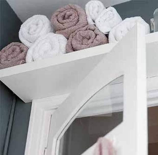 храним полотенце над дверью
