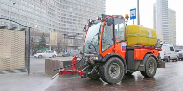 В Хорошёво-Мнёвниках дороги и тротуары помыли с шампунем