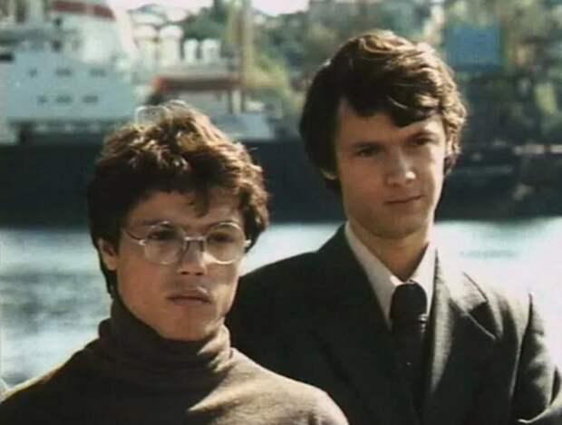 """И. Скляр (слева) и А. А. Арлаускас (справа) в кадре из фильма """"Берегите женщин"""""""