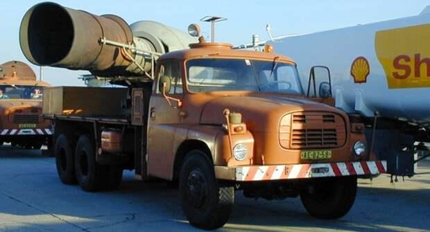 В Чехии продают грузовик Tatra 148 с реактивным двигателем от МИГ-15