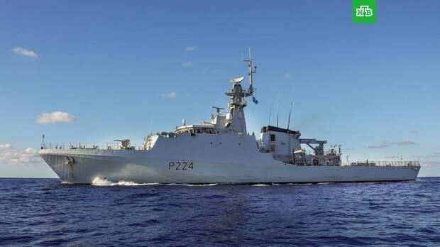 Черноморский флот начал следить за кораблем ВМС Великобритании