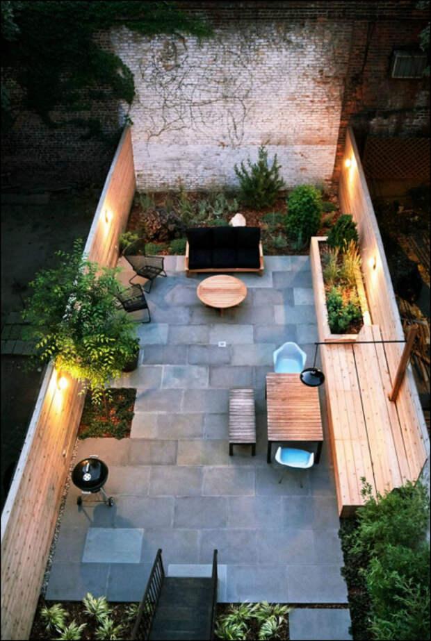Маленький задний дворик.   Фото: Interior Design & Home Decor.