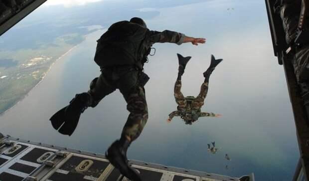 Ночная высадка десантников НАТО у границ России вызвала бурную реакцию у инос...