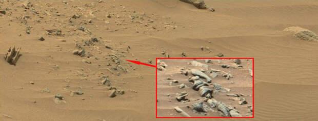 На снимках Марса NASA снова обнаружены странные объекты