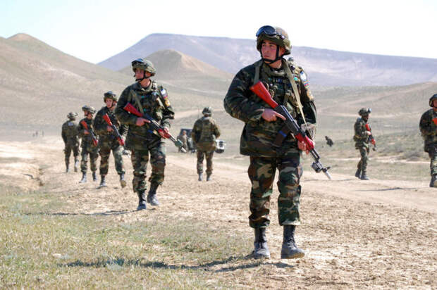 Армянские военные выпроводили со своей территории азербайджанские войска