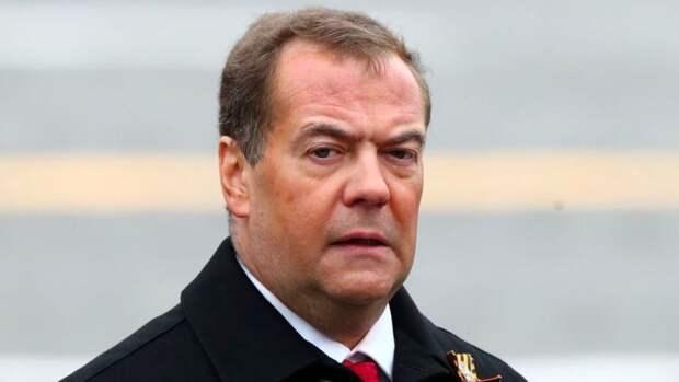 Медведев пьёт: А ты не пьёшь?!