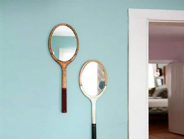 Нестандартное решение создать зеркала для комнаты из теннисных ракеток, очень оригинальный вариант.