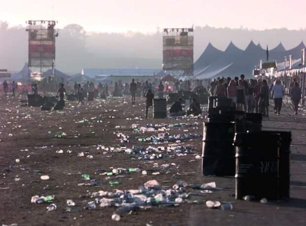 """В итоге, Вудсток-99 получил позорный ярлык """"дня, когда умерли 90-е"""". Подобного на Вудстоке больше не повторялось. 90-е, Вспомним, Фестиваль, вудсток, музыка, рок, трэш, фото"""