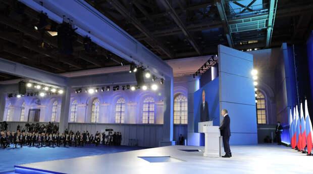 Путин объявил о выплате неполным семьям с детьми от 8 до 16 лет
