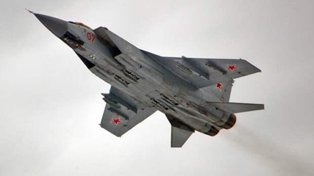 Перехватчик МиГ-31 отогнал патрульный самолет норвежских ВВС от госграницы РФ
