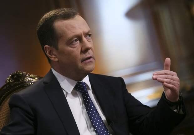 """Медведев: """"В интернете не должно быть абсолютного беспредела"""""""