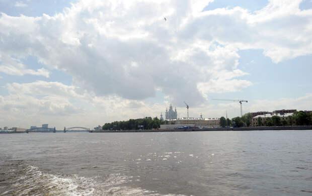 DSC 49431 Нефасадный Петербург: вид с воды