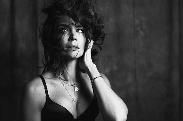 Как кинодива 60-х: пользователи сети обсуждают новую фотосессию Кэти Холмс