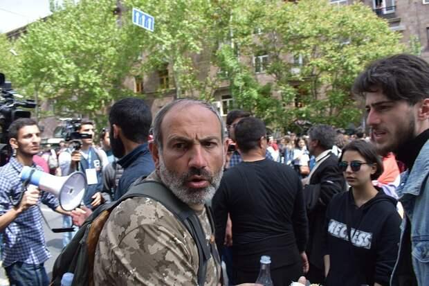 Армянский парламент не избрал Пашиняна премьер-министром