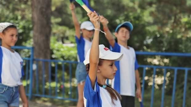 Граждане России могут оформить кешбэк на путевки в детские лагеря с 15 июня