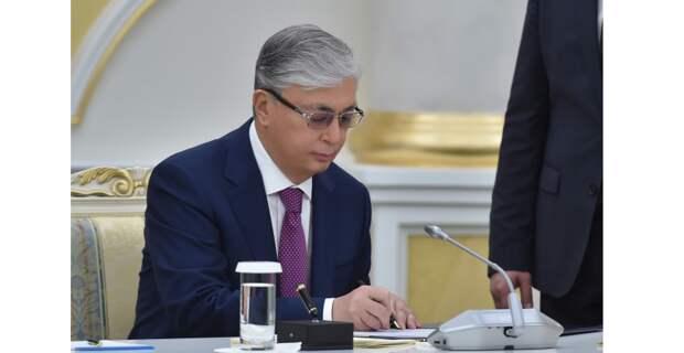 Токаев подписал запрет на передачу земель иностранцам