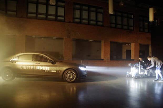 Mercedes-Benz поручит фарам функцию HD-проектора