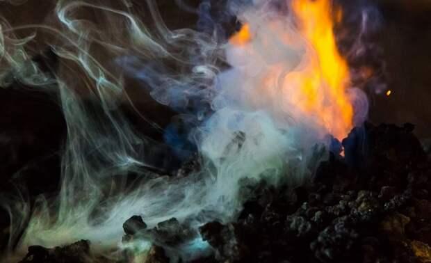 Языки пламени вырвались из-под земли в Египте