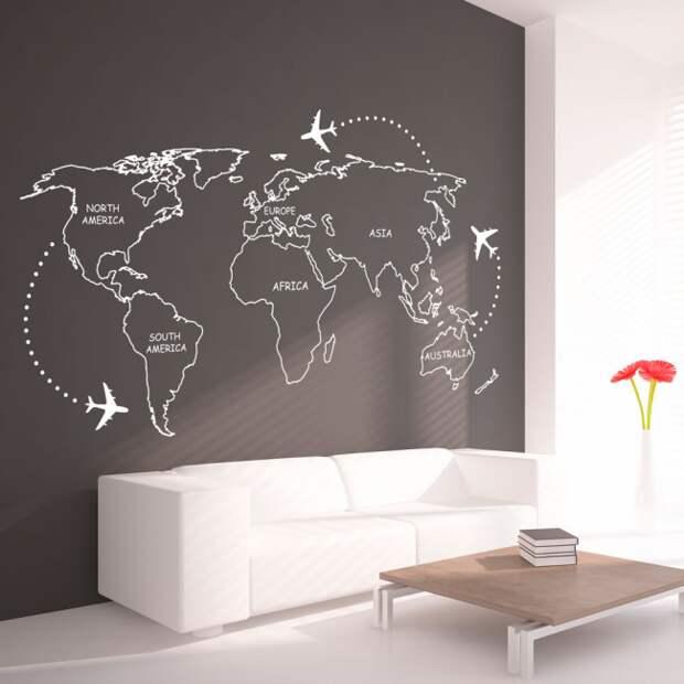 Гостиная в минималистическом духе с оригинальной графикой на темно-серой стене у дивана. Обратите внимание, что маленький акцент на красных цветах может разбавить монохромность интерьера