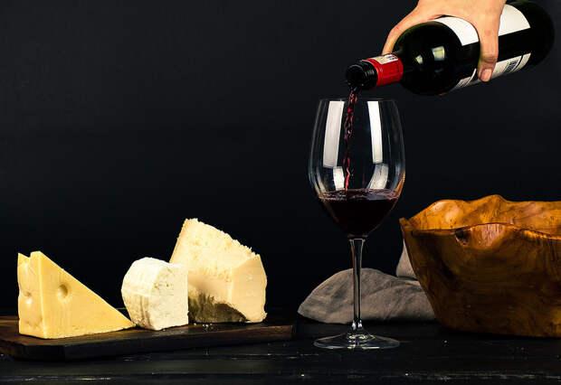 Главный нарколог Москвы рассказал, какой алкоголь можно пить натощак