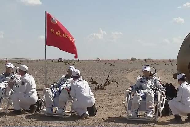 Капсула «Шэнчьжоу-12» с тайконавтами приземлилась на севере Китая