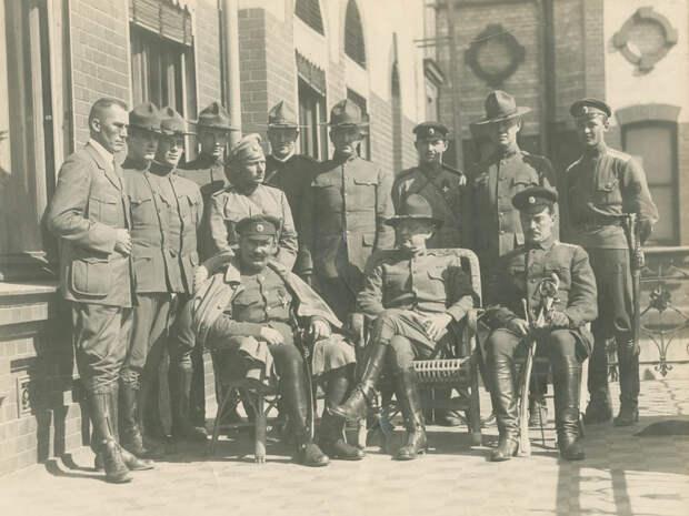 Американские солдаты с русскими офицерами