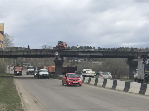 Проезд под демонтируемым путепроводом на Качугском тракте ограничат с 19 по 27 мая