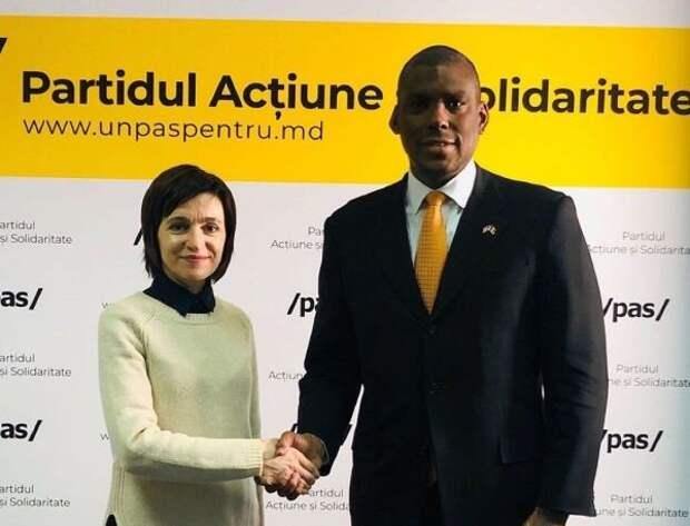 Президент Молдавии завтра примет вакцину AstraZeneca