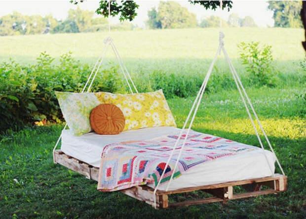 Подвесная кровать из паллет.