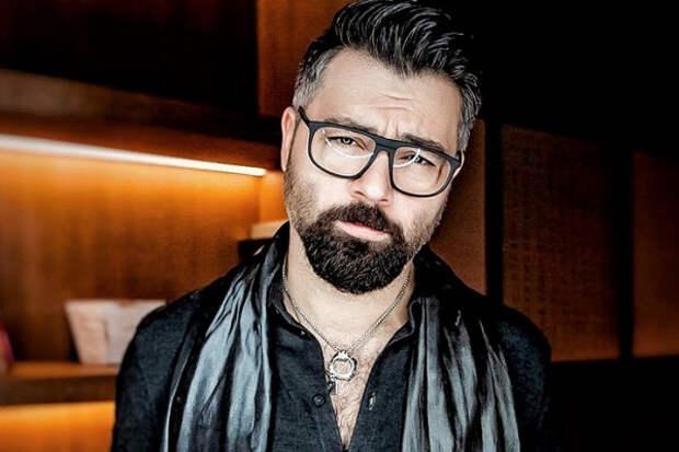 Чумаков рассказал оприставаниях геянакастинге