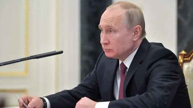 Путин поручил проработать вопрос награждения сотрудников школы Казани